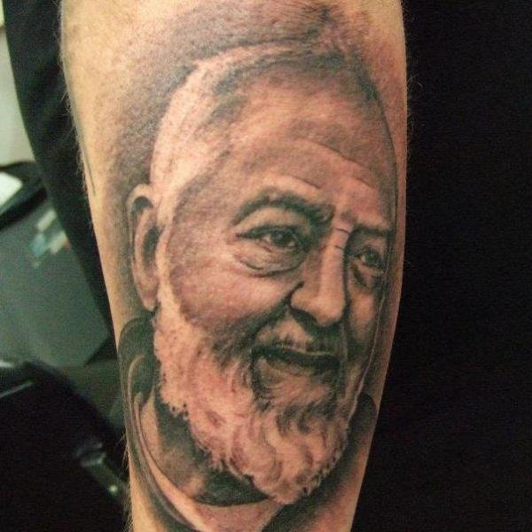 Arm Realistische Padre Pio Tattoo von Tattoo Zoo