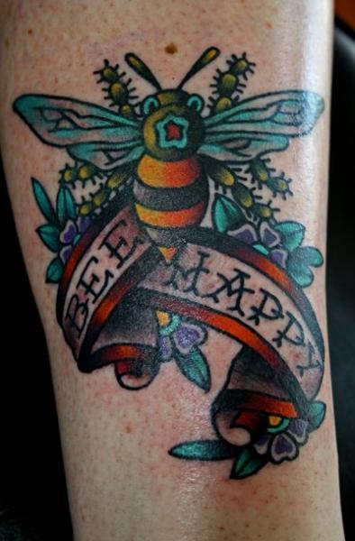 Arm New School Biene Tattoo von Ace Of Sword Tattoo