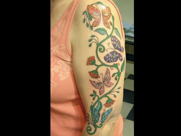 Tatuaggio Spalla Fiore di Rainfire Tattoo