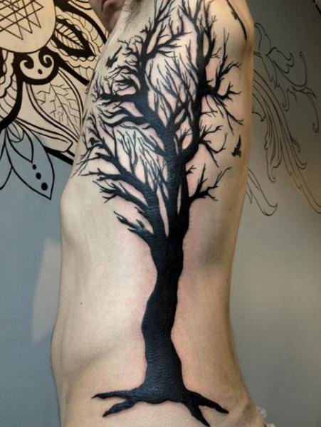 tatouage côté arbre par rainfire tattoo