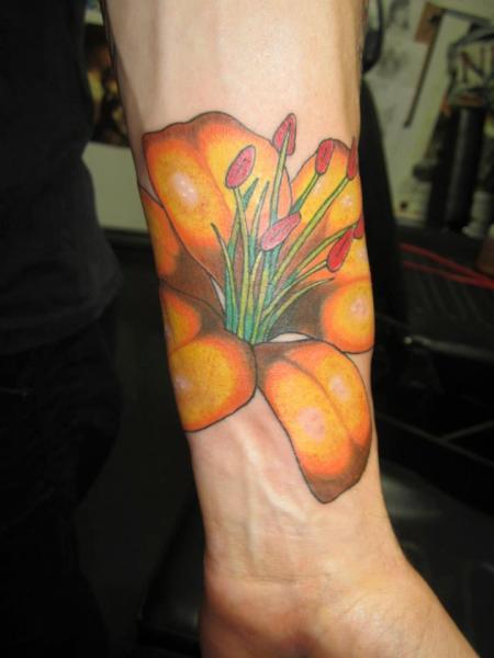 Tatuaggio Braccio Realistici Fiore di Shogun Tats