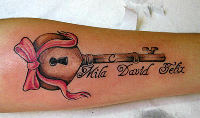 Tatuaje Brazo Clave por Abstract Tattoos