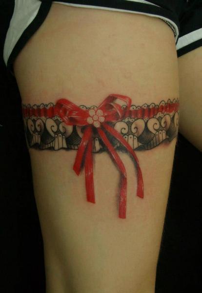 tatouage ruban cuisse jarreti re par blood for blood tattoo. Black Bedroom Furniture Sets. Home Design Ideas