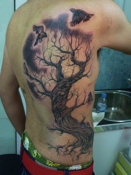 Realistische Seite Baum Tattoo von Blood for Blood Tattoo