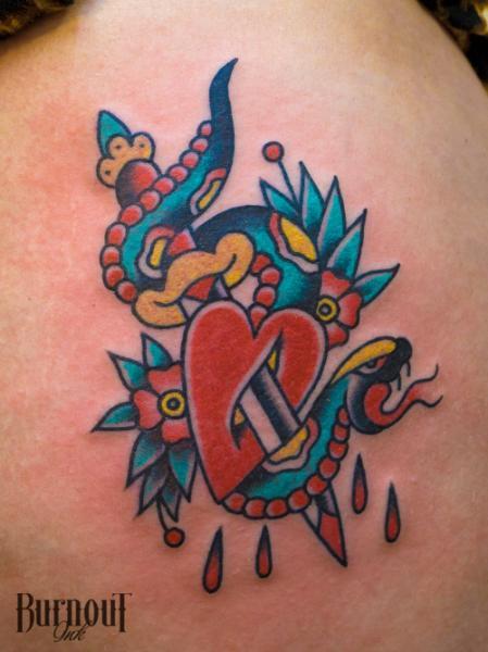 Schlangen Old School Dolch Tattoo von Burnout Ink