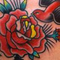 Old School Schwalben Rose tattoo von Burnout Ink