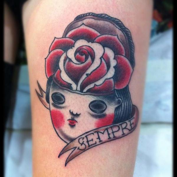 Arm Old School Frauen Rose Tattoo von Carnivale Tattoo
