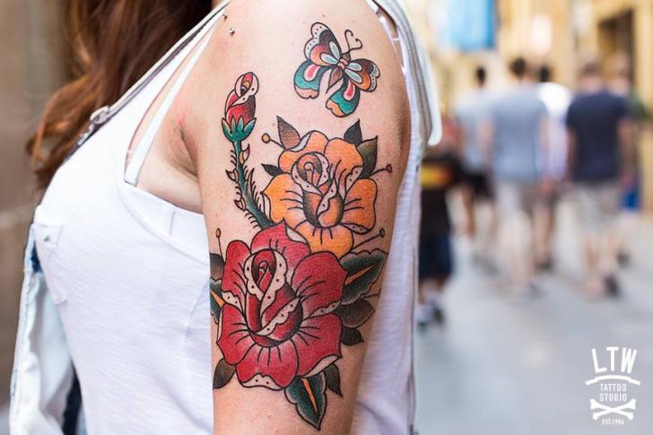 Shoulder Old School Flower Tattoo By Lw Tattoo