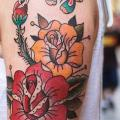 tatuaje Hombro Old School Flor por LW Tattoo