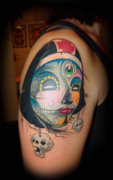 Tatuaggio Spalla Fantasy Infermiera di Punko Tattoo