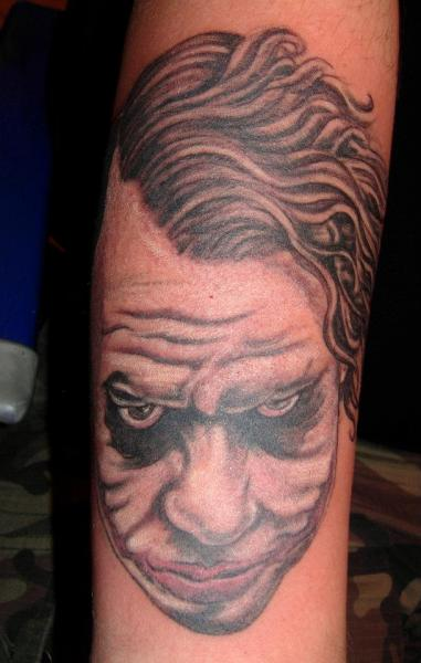 Arm Fantasie Joker Tattoo von Blue Tattoo