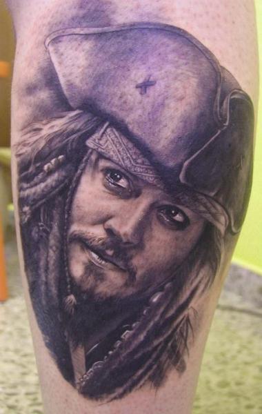 Realistische Bein Johnny Depp Tattoo von Xavi Tattoo