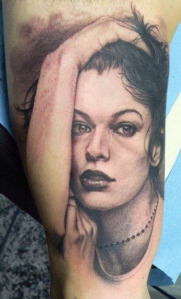 Portrait Realistic Thigh Tattoo by Xavi Tattoo