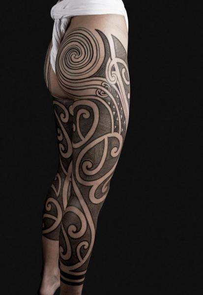 Leg Dotwork Geometric Tattoo by Nazareno Tubaro