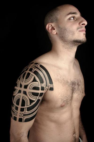 Shoulder Tribal Tattoo by Nazareno Tubaro