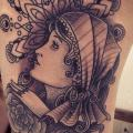 Kopf Dotwork Oberschenkel tattoo von Gregorio Marangoni