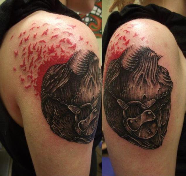 Shoulder Heart Tattoo by Tartu Tatoo