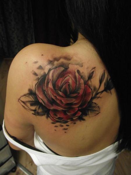 Tatouage Epaule Rose Par Tartu Tatoo