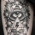tatuaje Cráneo Dios Dotwork Muslo por Leitbild