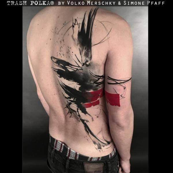 Rücken Vogel Trash Polka Tattoo von Buena Vista Tattoo Club