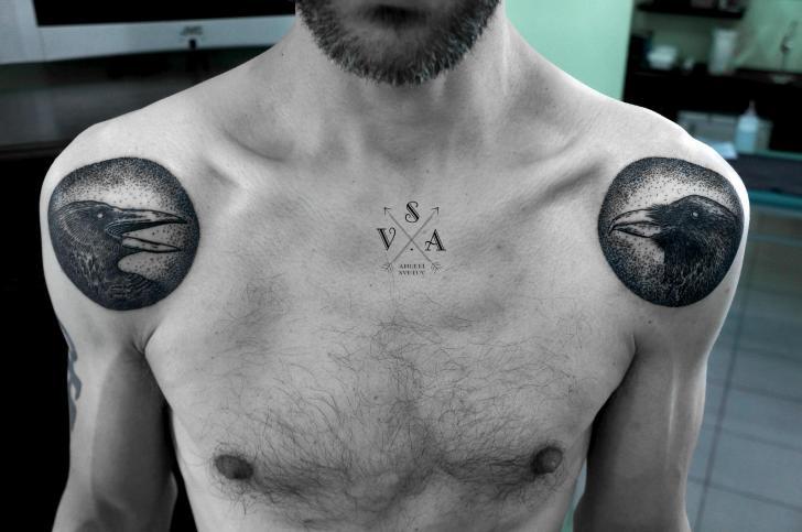 Schulter Dotwork Vogel Tattoo von Master Tattoo