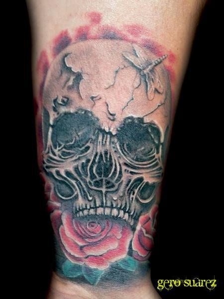 Arm Totenkopf Tattoo von Seven Arts