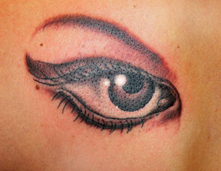 Realistic Eye Tattoo by Cactus Tattoo