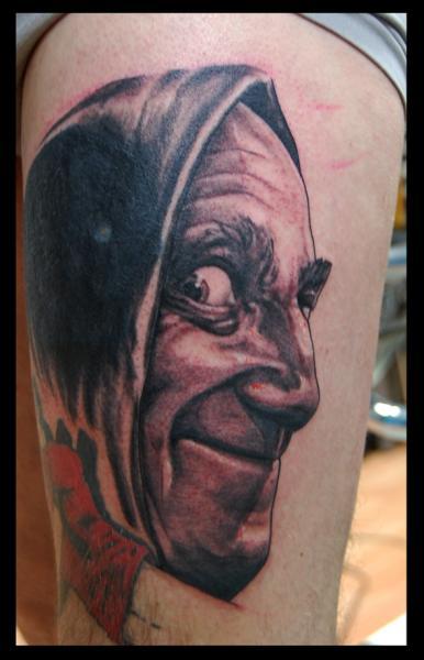 Tatuaje Realista Muslo Igor por Four Roses Tattoo