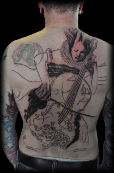 Tatuaje Espalda Cello por Miguel Ramos Tattoos