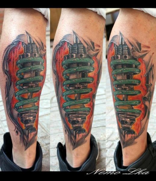 Biomechanisch Waden Tattoo von Nautilus Tattoo Gallery
