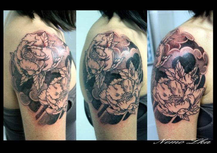 Shoulder Flower Japanese Tattoo by Nautilus Tattoo Gallery