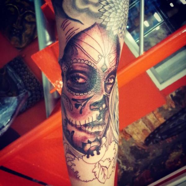 Arm Mexican Skull Tattoo by Planeta Tattoo