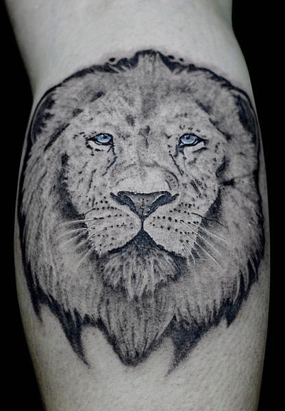 Arm Löwen Tattoo von Sputnink Tattoo
