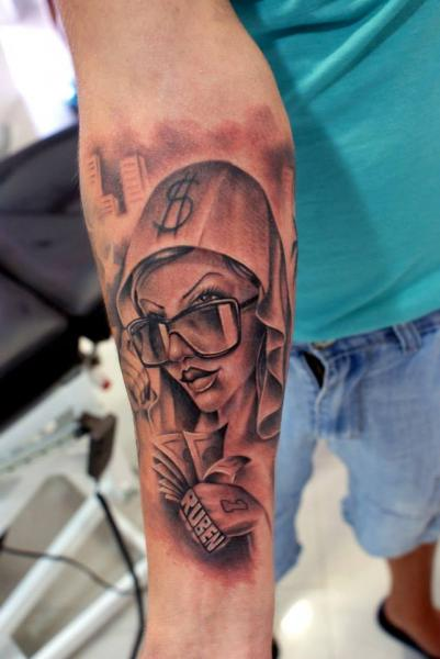 Arm Fantasie Frauen Tattoo von Astin Tattoo