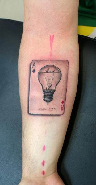 Arm Lampe Ass Tattoo von Astin Tattoo