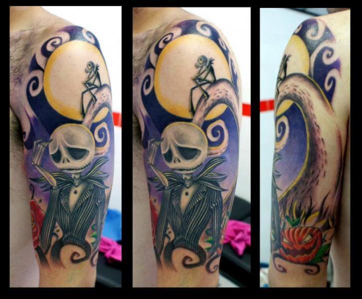 Tatuaje Hombro Fantasy Tim Burton por Astin Tattoo