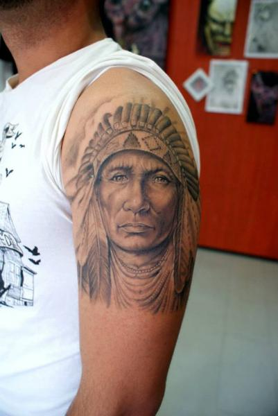 tatouage Épaule réaliste indien par astin tattoo
