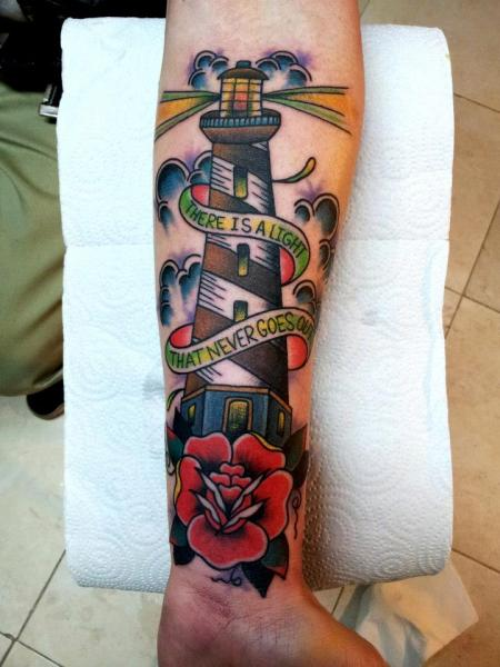 Tatuaje Brazo New School Faro por La Dolores Tattoo