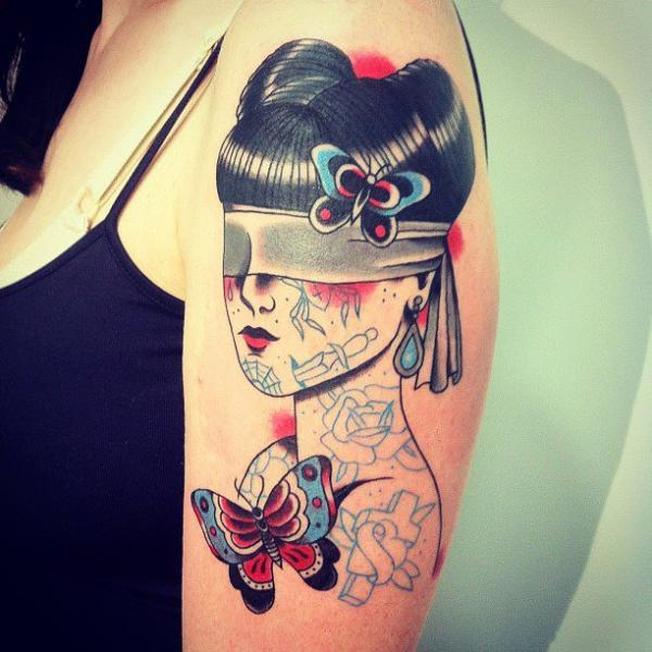 Tatuaje Hombro Old School Mujer Mariposa Ciego Por La Dolores Tattoo