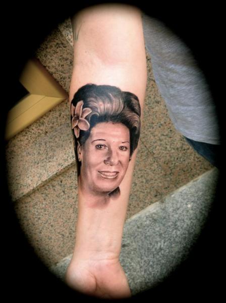 Tatuaje Brazo Realista por Silver Needle Tattoo
