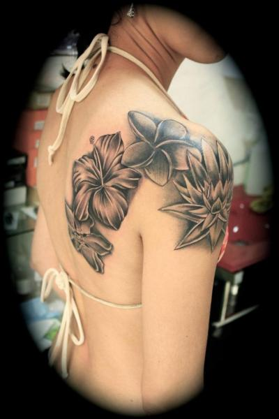 Shoulder Flower Tattoo by Silver Needle Tattoo