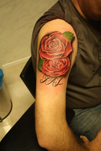 Schulter Realistische Rose Tattoo von Silver Needle Tattoo
