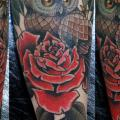 Arm Old School Blumen tattoo von Bonic Cadaver