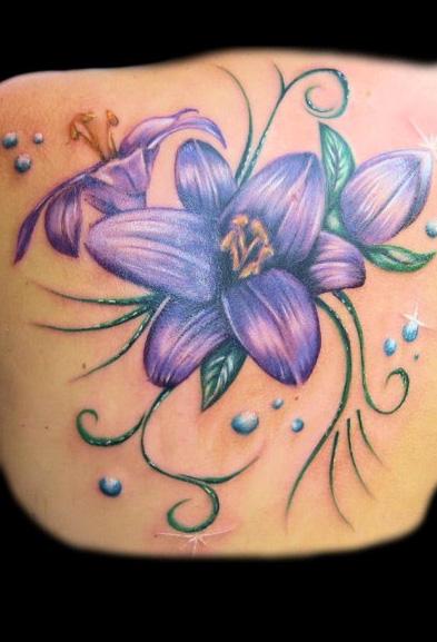 Realistische Blumen Rücken Tattoo von Art Line Tattoo