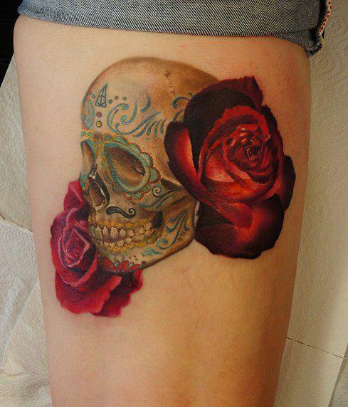 Totenkopf Rose Oberschenkel Tattoo von Grimmy 3D Tattoo