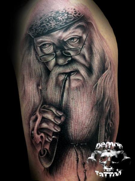 Schulter Fantasie Porträt Tattoo von Tatuajes Demon