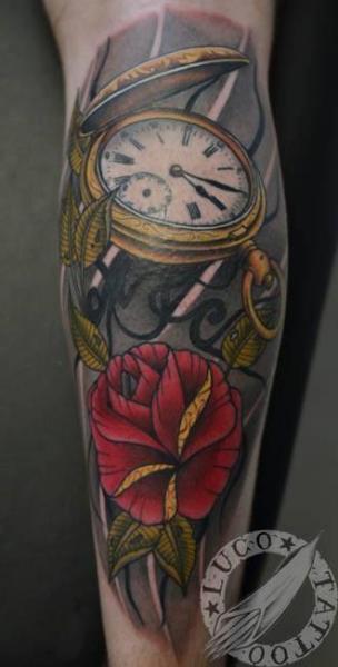 Tatuaje Brazo Realista Reloj por Renaissance Tattoo