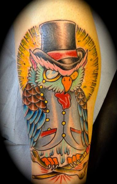 Arm Fantasie Eulen Tattoo von Renaissance Tattoo