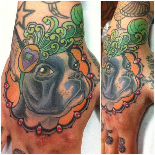 Fantasie Hund Hand Tattoo von Archive Tattoo