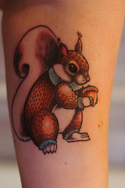 Tatuaggio Braccio Scoiattolo di Left Hand Path